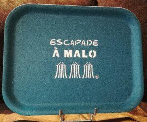 "PLATEAU ""ESCAPADE A MALO"" BLEU PAON"